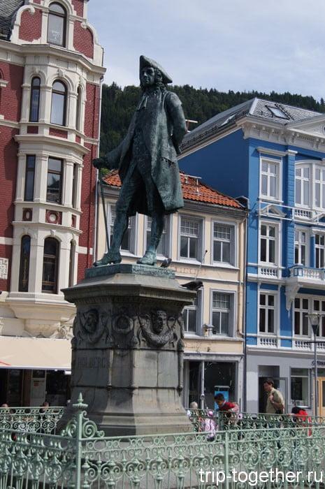 Памятник писателю Людвигу Холбергу (1684-1754)