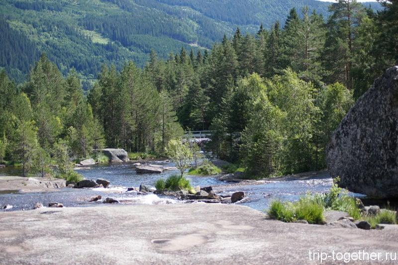 Горная река в Норвегии по дороге Осло - Ставангер
