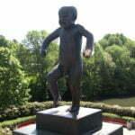 Злой малыш в парке Вигеланда. Осло. Норвегия.