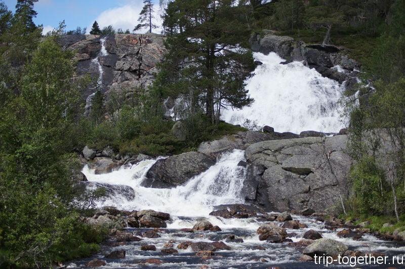 Этот же водопад с другого места по дороге Осло - Ставангер