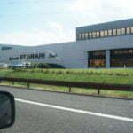 Магазин Феррари в Италии вдоль дороги
