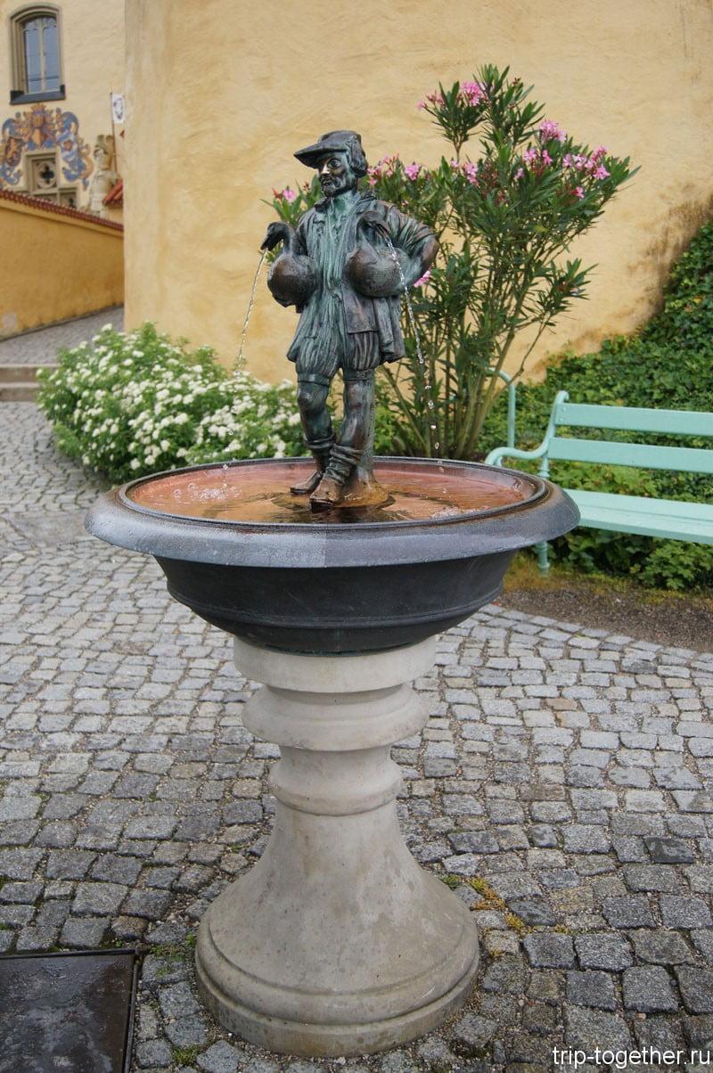 Хоэншвангау, фонтанчик во дворе замка