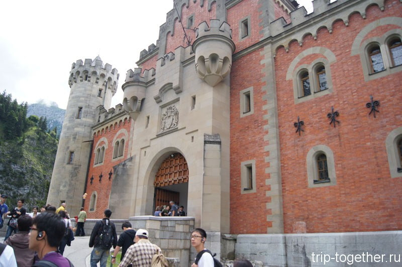 Замок Нойшванштайн, ворота