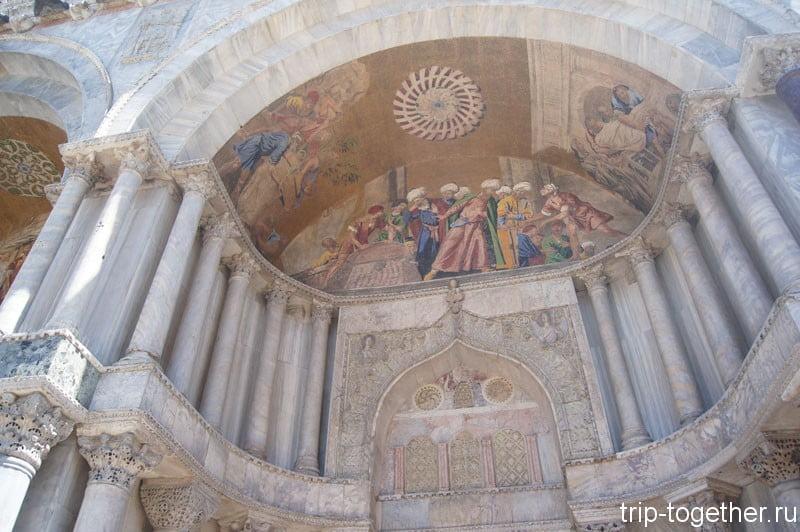 Фрагмент архитектуры собора Сан Марко в Венеции