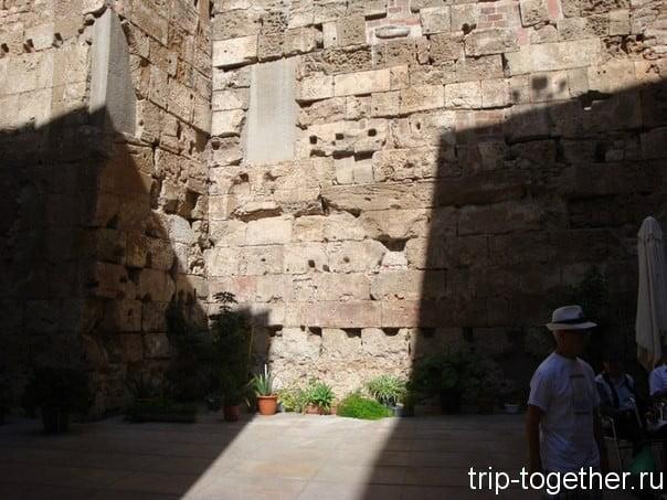 Древне римские стены в Барсе