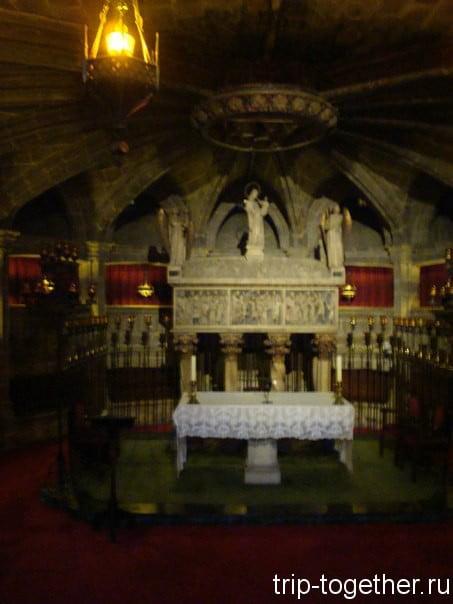 Эта композиция посвящена святой покровительнице Барселоны