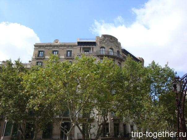 Город с крыши туристического автобуса