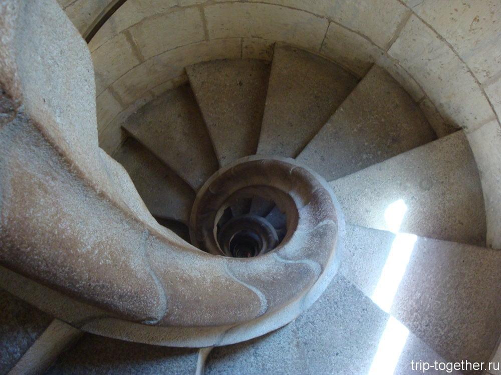 Лестница в соборе Саграда Фамилия