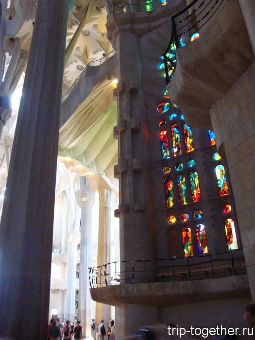 Витражи. Собор Саграда-Фамилия в Барселоне
