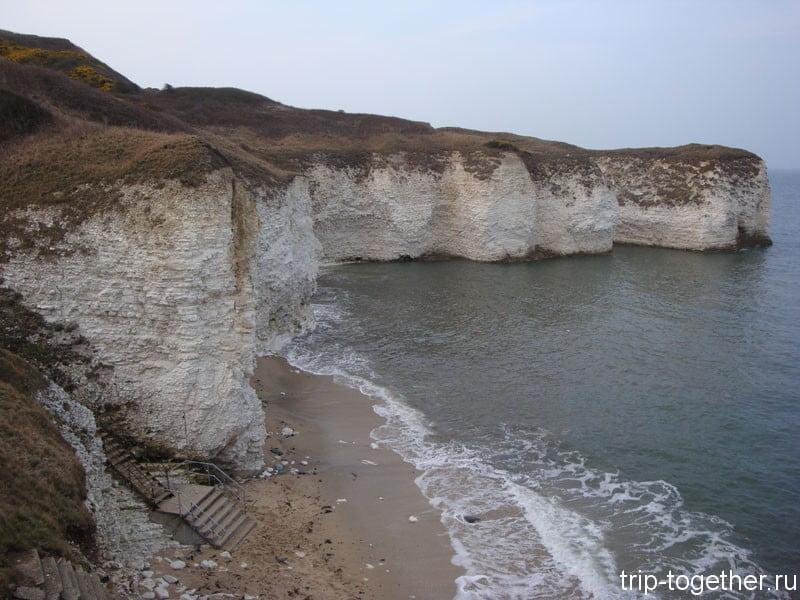Лестница для прохода к воде у меловых скал