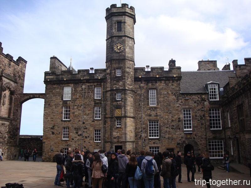 Площадь Короны в Эдинбургском замке