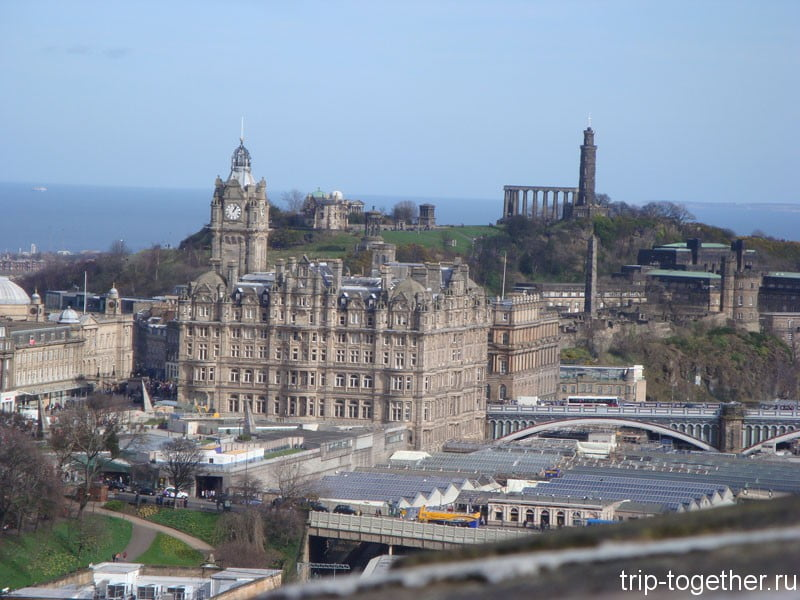 Calton Hill - вид из Эдинбургского замка