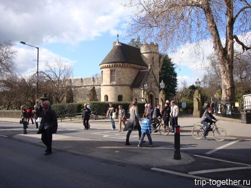 Главные ворота в музейные сады Йорка
