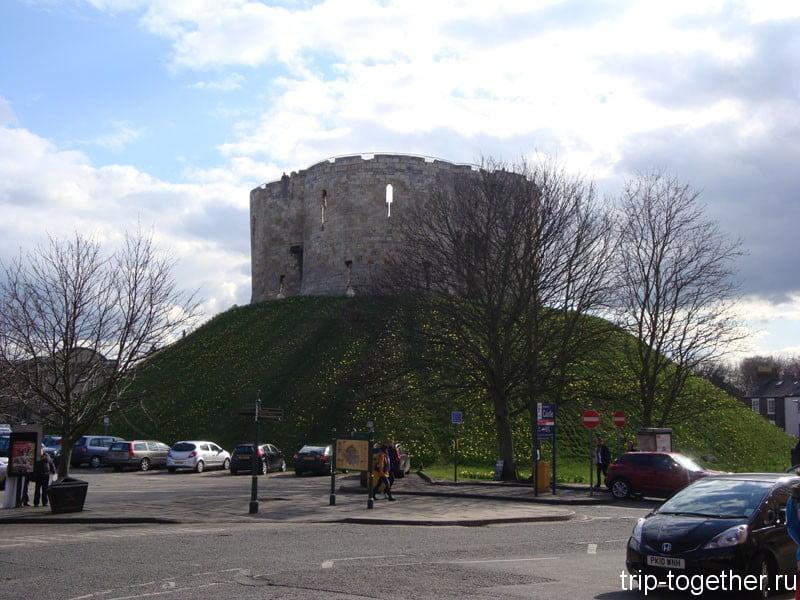 Йоркский замок (York Castle) - достопримечательность Йорка
