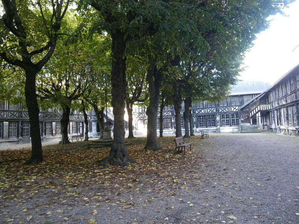 Атриум Сен-Маклу - внутренний двор