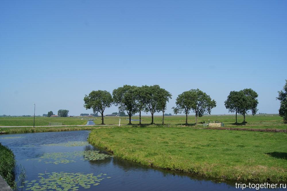 лужайка рядом с Grote Kerk