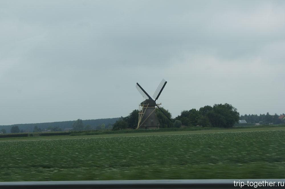 Нидерланды, Бельгия. Старинная ветряная мельница Нидерландов