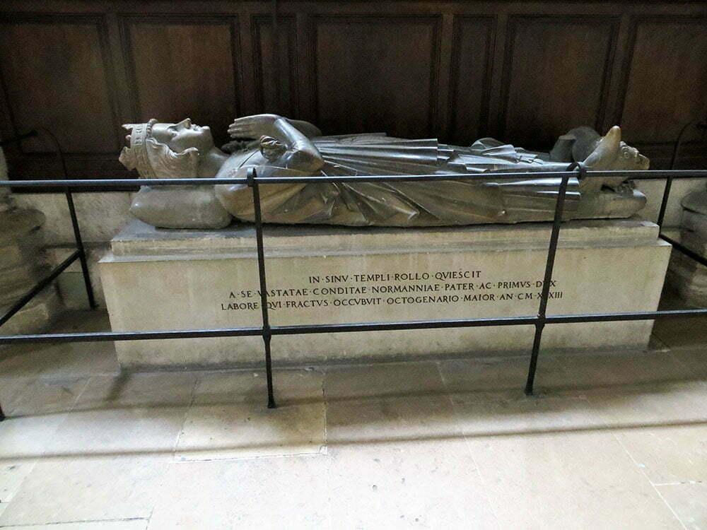 Саркофаг первого герцога Нормандии Ролло