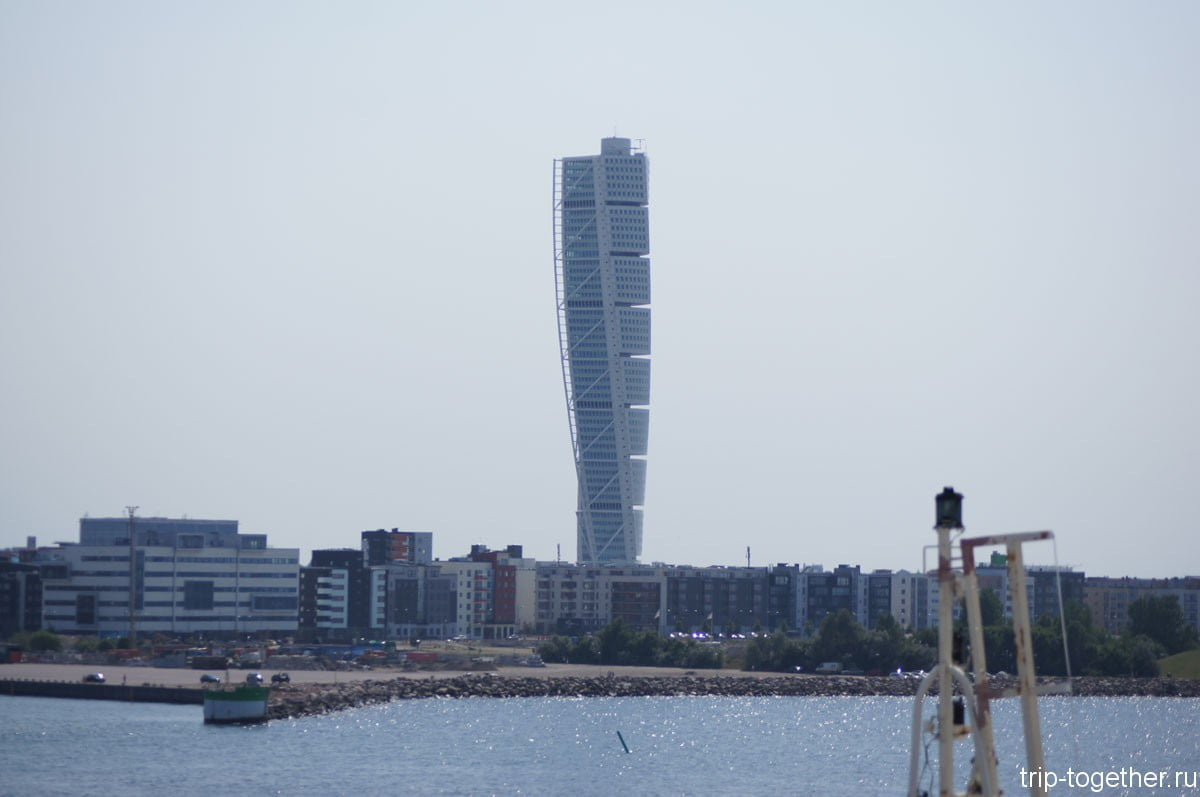 Здание - Turning Torso с борта парома Finnlines