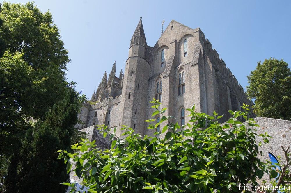Стены аббатства Мон Сен Мишель