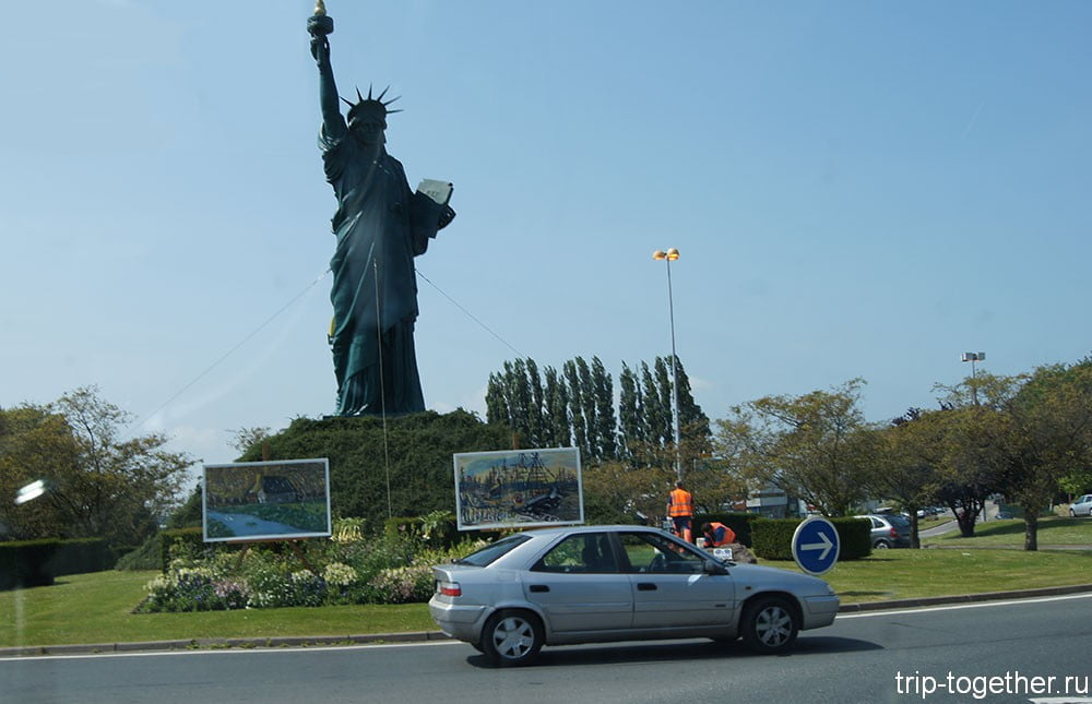 Копия статуи свободы в районе Руана