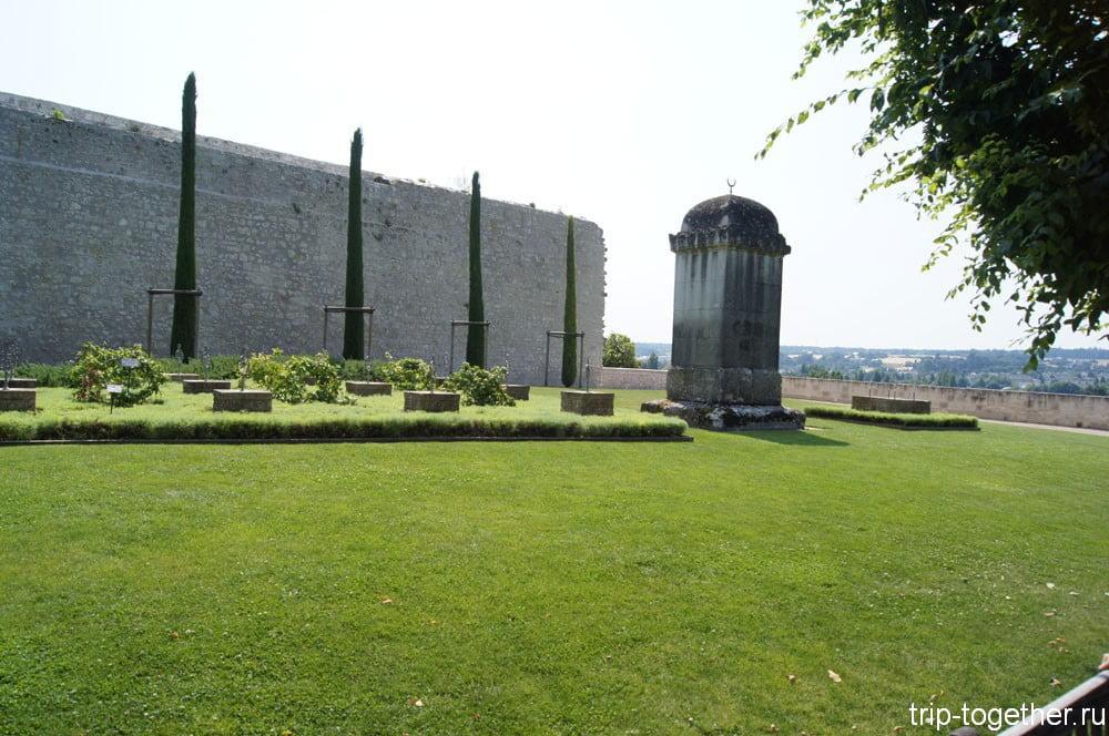 Арабское кладбище, на территории сада замка Амбуаз