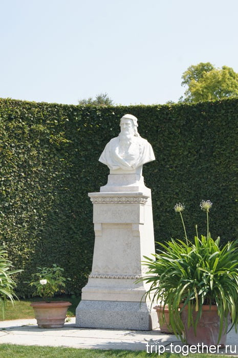 Бюст Леонардо да Винчи в саду замка Амбуаз