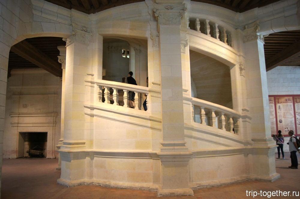 Знаменитая двойная лестница Шамбора