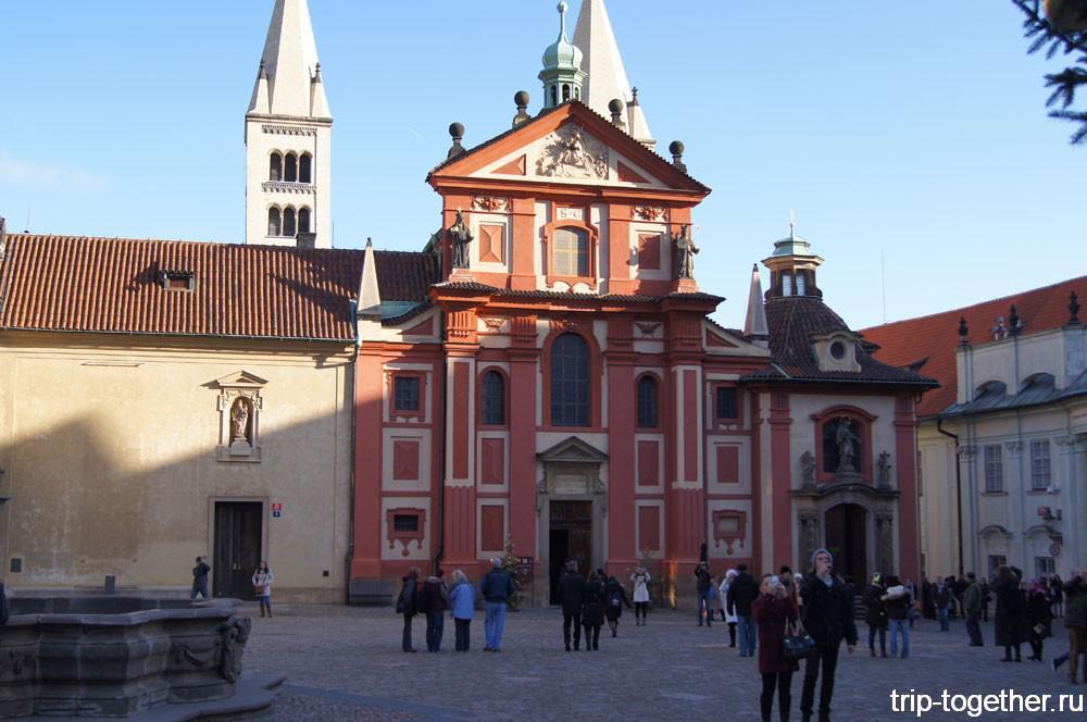 Западный фасад базилики Святого Иржи