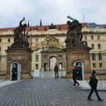 Скульптура битва Титанов в Пражском граде