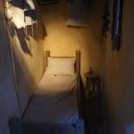 Очень узкая кровать в доме на Злата улочке