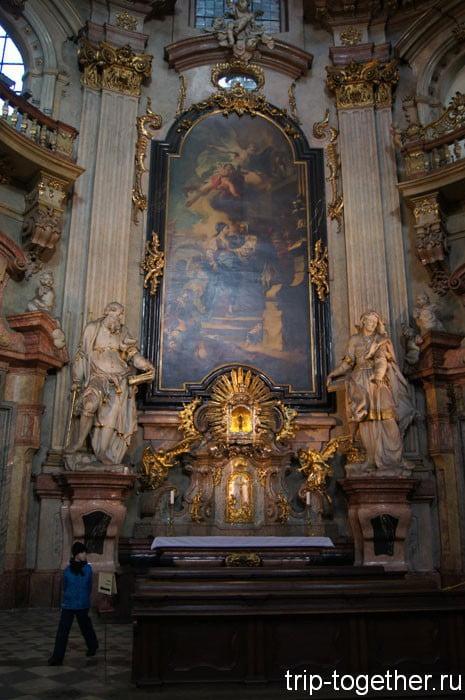 Интерьер собора Святого Микулаша