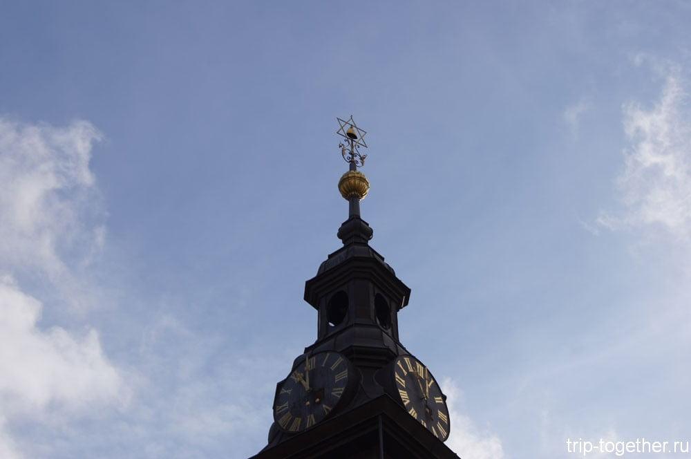 Башенка над часами Высокой синагоги