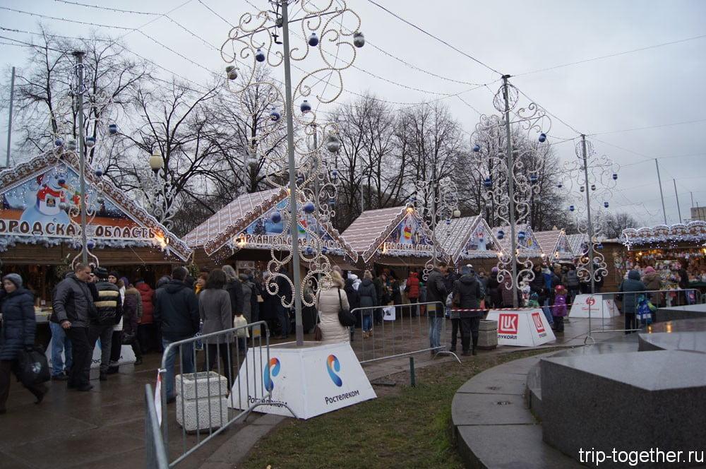 Павильоны на рождественской ярмарке в Санкт-Петербурге