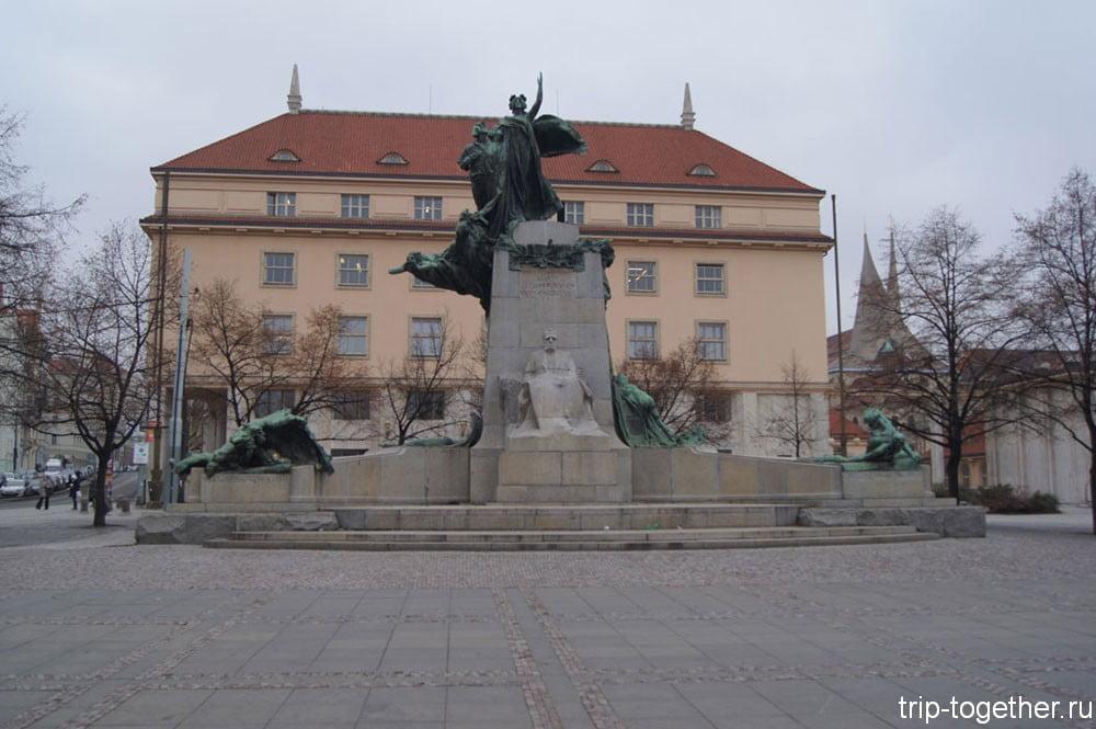 Памятник Франтишеку Палацки