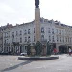 Колонна Святой Марии на площади перед вокзалом Маастрихта