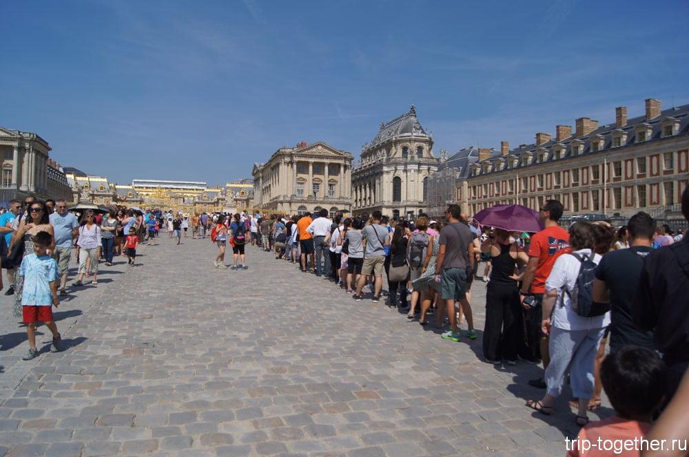 Версальский дворец - очередь на вход