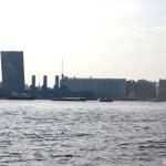 Аврора под разводным мостом. Санкт-Петербург