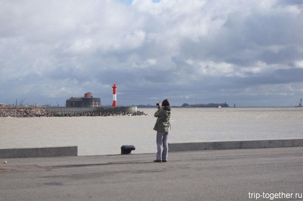 Вид на Чумной форт с Петербургской дамбы