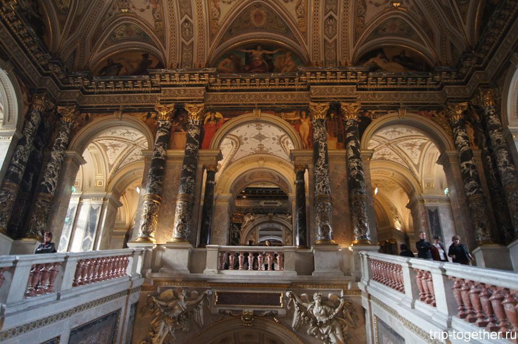 Парадная лестница Художественно исторического музея в Вене