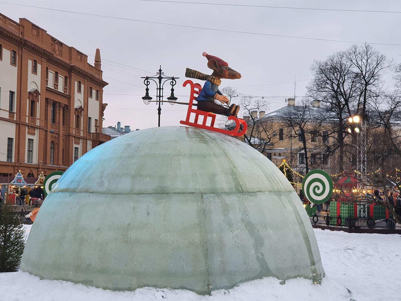 Инсталляция в духе сказки Гофмана Щелкунчик и Мышиный король