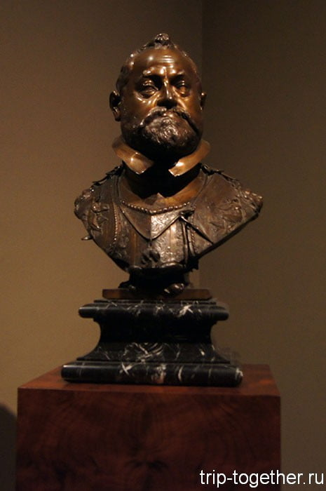 Бюст Рудольфа II, характерная выступающая челюсть Габсбургов