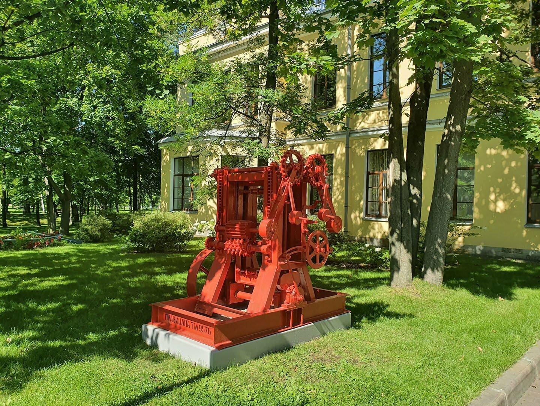 Украшение парка усадьбы Кушелева-Безбородко - гравицапа