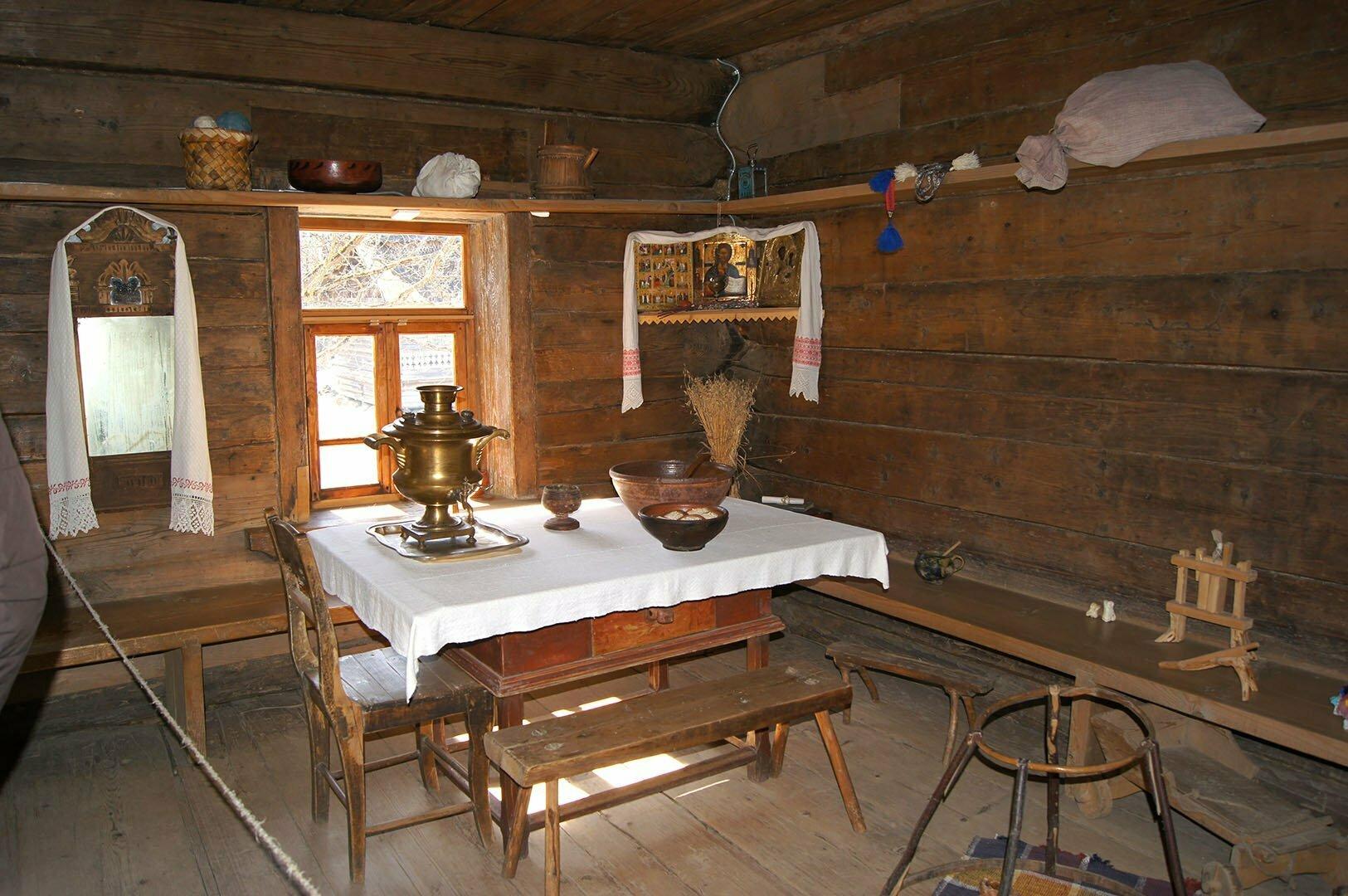 Интерьер избы Туницкого. Музей деревянного зодчества в Великом Новгороде.