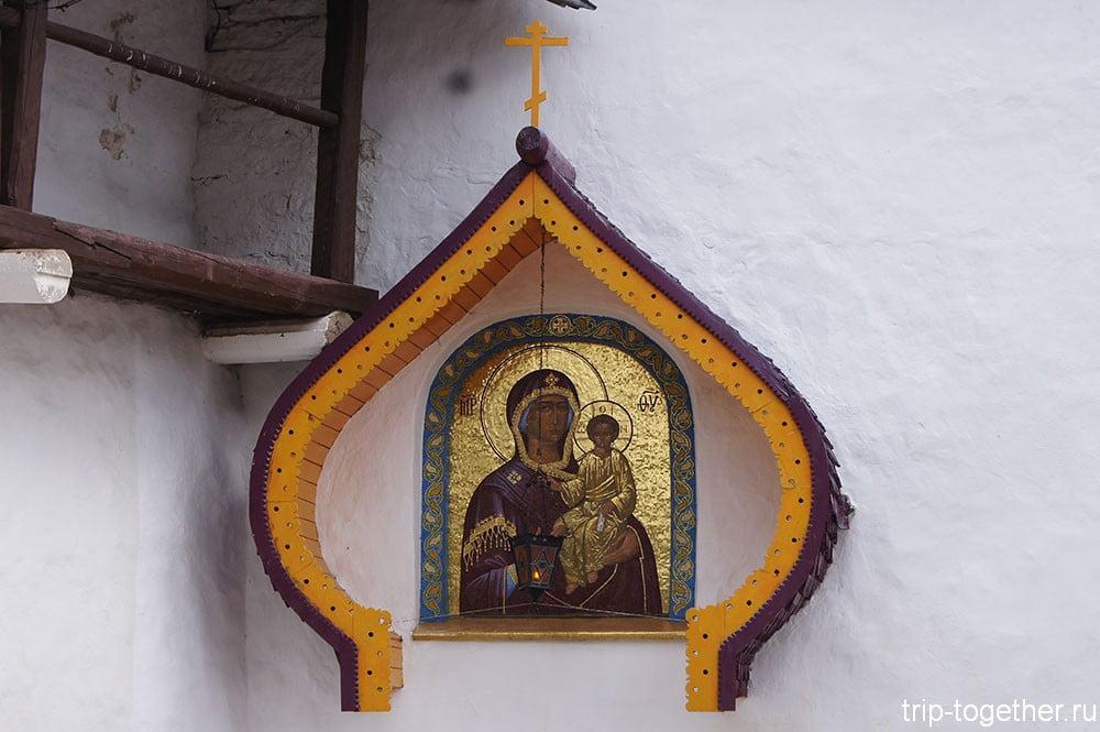 Монастырь, Печоры