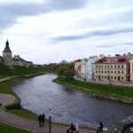 Набережная в Пскове у Кремля
