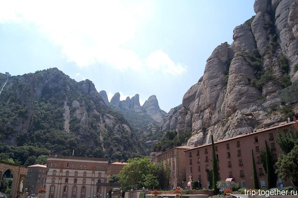 Горы в окрестностях монастыря Монсеррат