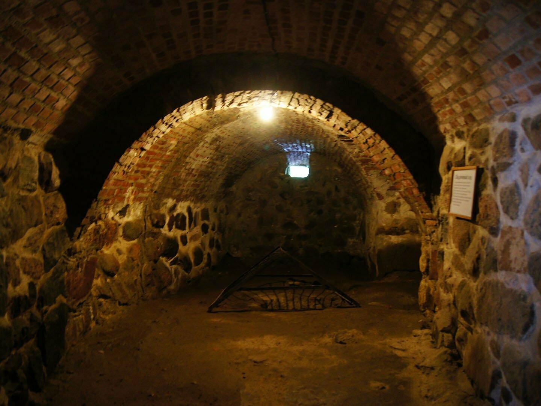 Круглая воротная башня крепости Корела внутри