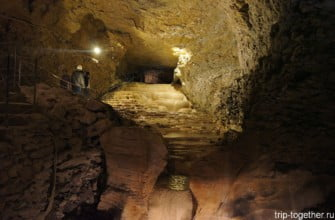Гротт-де-ля-Бальм — пещеры с летучими мышами во Франции