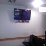 Экран на котором отображается расписание шатлов из аэропорта